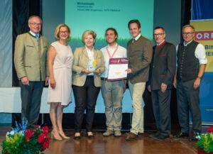 Johanna Mikl-Leitner und Ingrid Kriegl bei der Verleihung Goldenes Stanitzel